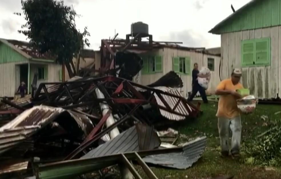 Em Ciríaco, uma pessoa morreu depois que a casa desabou (Foto: Reprodução/RBS TV)