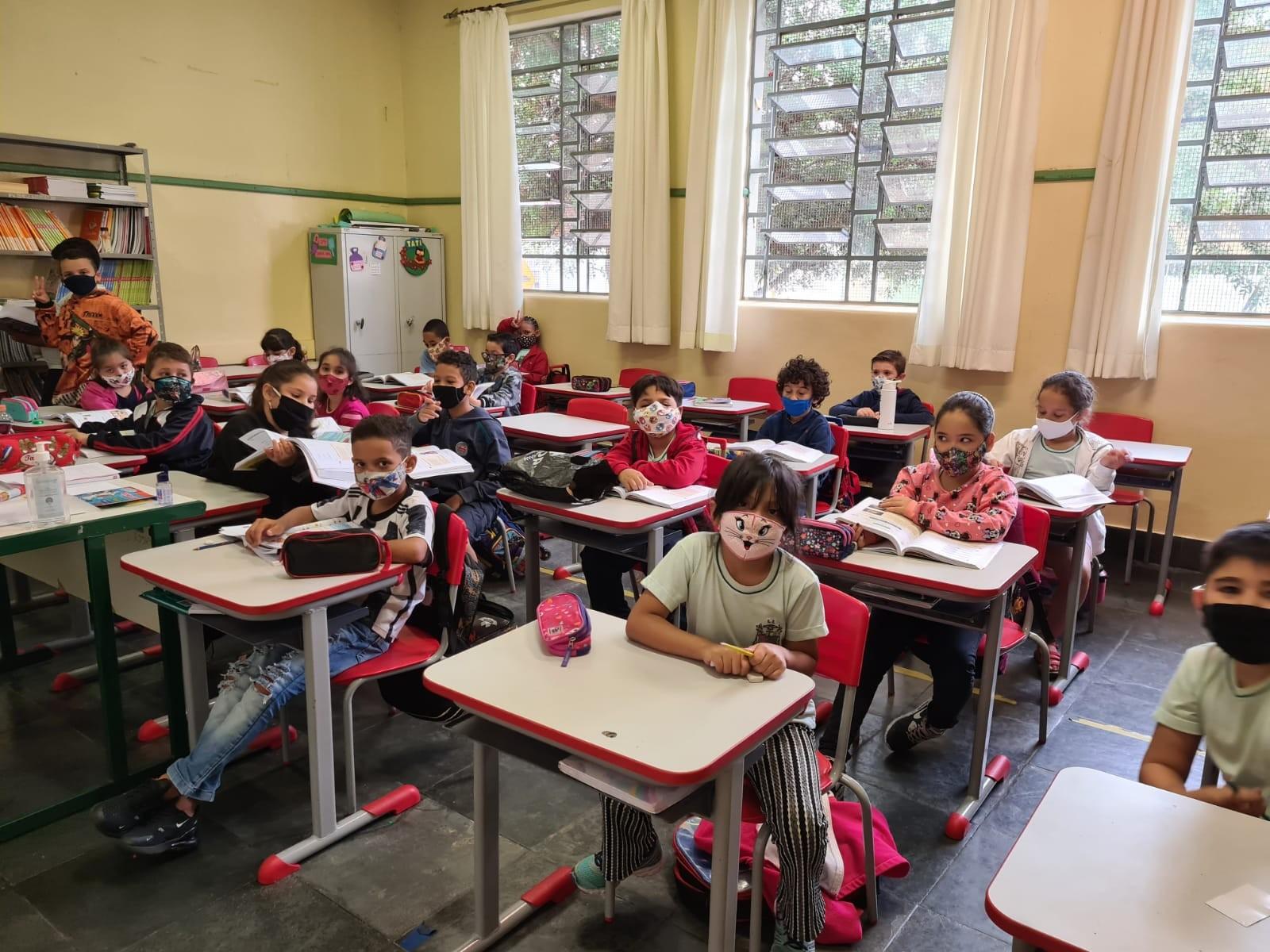 80% dos alunos foram às aulas no 1º dia de presença obrigatória, diz Diretoria de Ensino de São Carlos