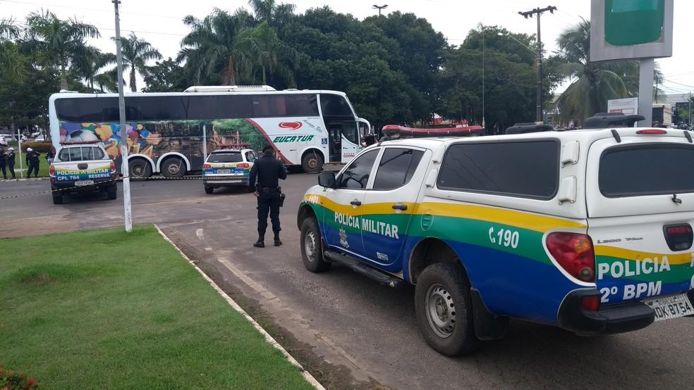Vítima foi levada consciente para o Hospital Municipal — Foto: Gedeon Miranda/G1