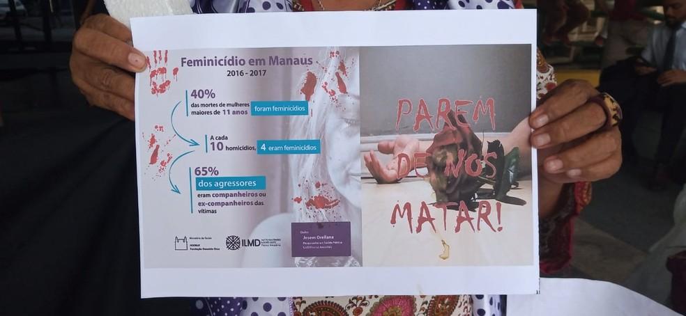 Mulheres pedem fim da violência — Foto: Karla Priscila/Rede Amazônica