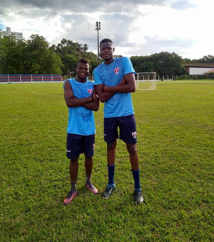 Kevin Caicedo e Arles Abonia Balanta são dois dos colombianos da Itapirense (Foto: Divulgação / Itapirense)