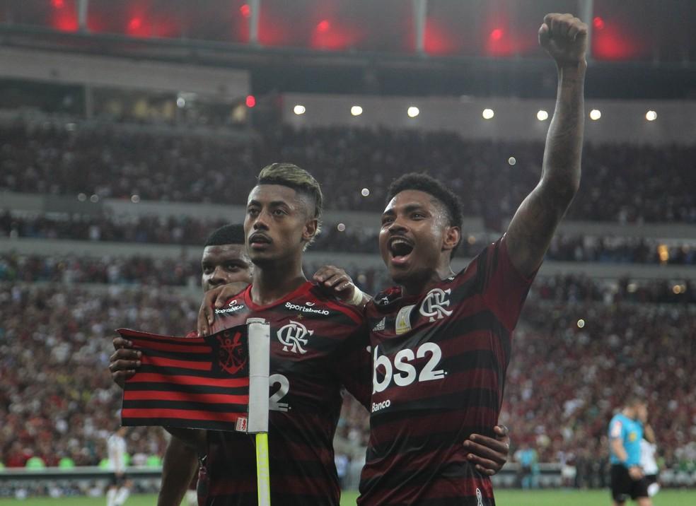Bruno Henrique e Vitinho marcaram os gols da vitória rubro-negra no Maracanã — Foto: André Durão / GloboEsporte.com