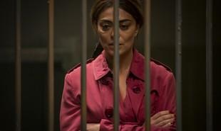 Na segunda-feira (19), Maria da Paz (Juliana Paes) irá atirar em Régis e será presa (Reynaldo Gianecchini) | Reprodução