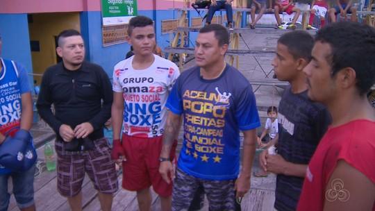 Popó visita projeto social de Manaus e lembra dificuldade do início de carreira