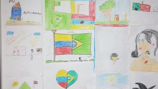 BBC - Desenhos feitos pelas crianças acabaram pregados nas paredes do escritório onde defensores públicos atuam no atendimento aos venezuelanos que pedem refúgio no Brasil (Foto: Defensoria pública via BBC)