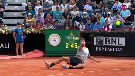 Dimitrov cai, se recupera, mas Nishikori ganha o ponto