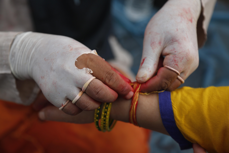 Festival hindu Janai Purnima é celebrado no Nepal; veja imagens desta segunda-feira (3)