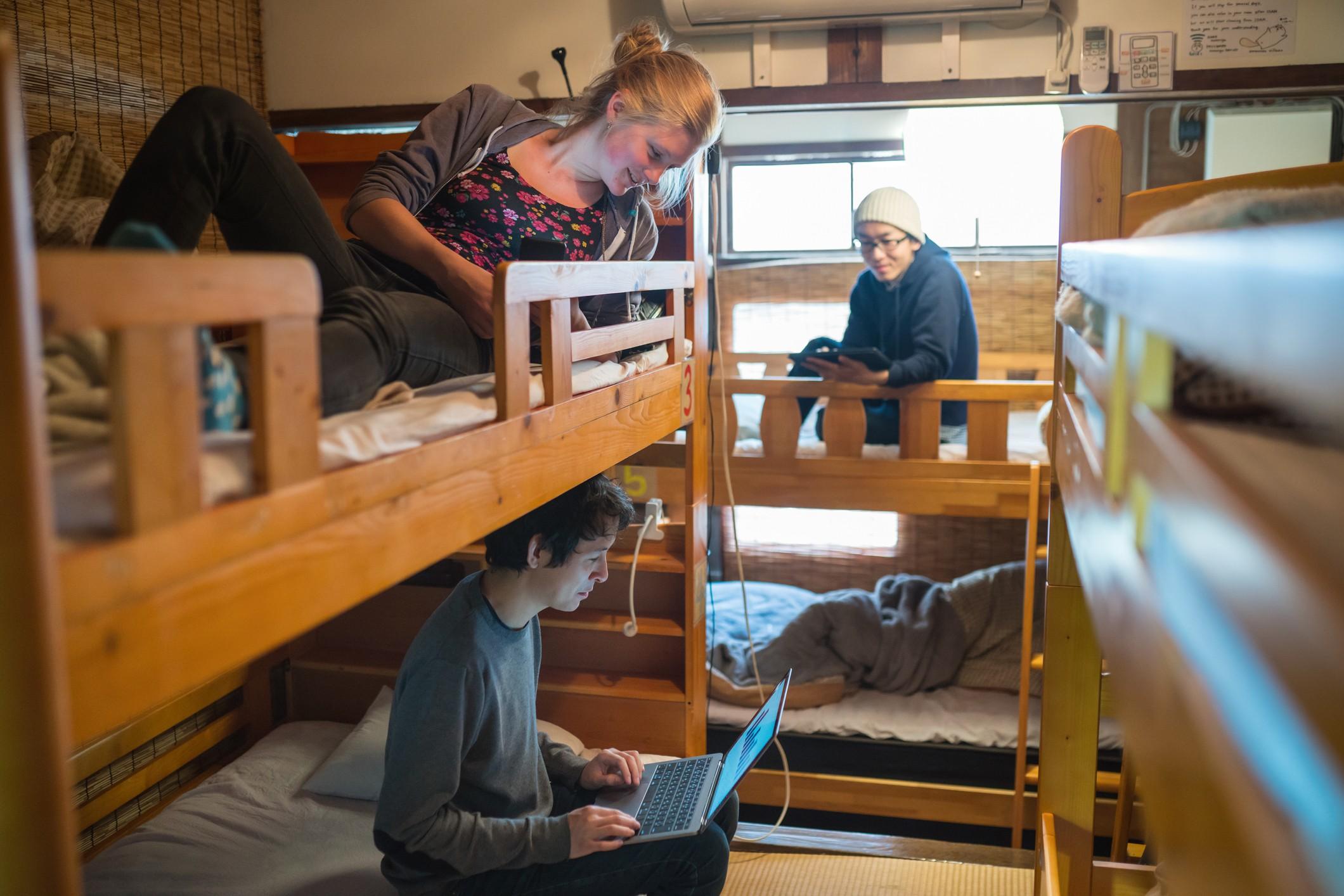 Cada quarto precisa comportar pelo menos duas camas (podem ser beliches) (Foto: Getty Images)