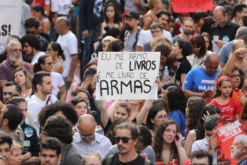 São Paulo - Manifestação contra cortes da educação — Foto: Fábio Tito/G1