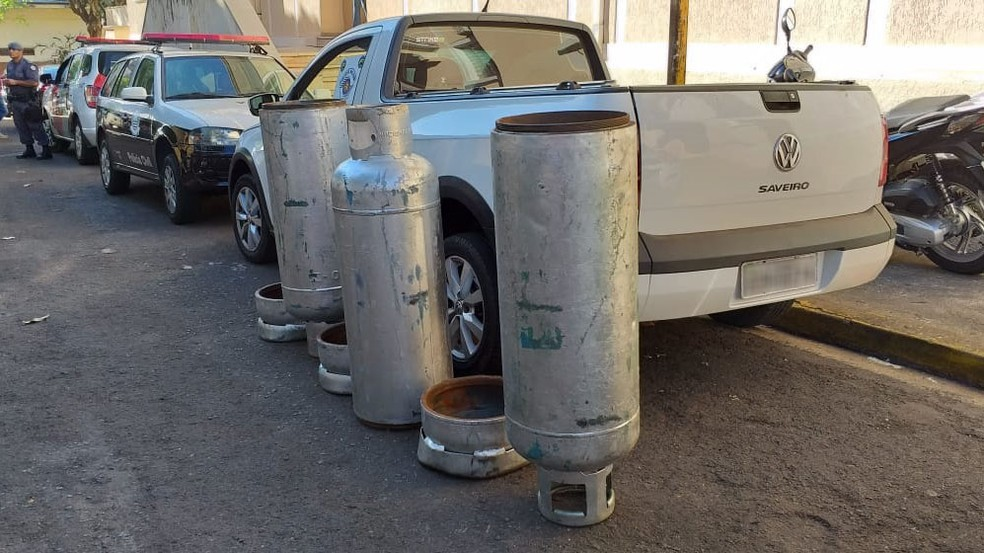 Droga foi transportada dentro de botijões de gás â?? Foto: Heloise Hamada/TV Fronteira