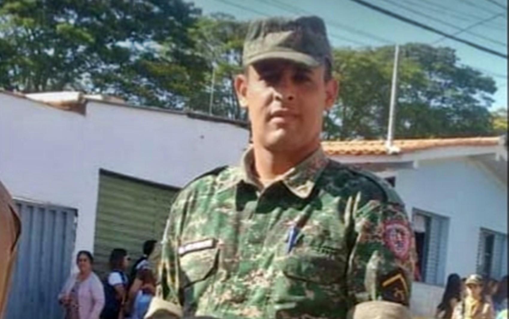 Militar morre após acidente de moto depois de fechada de caminhão no trevo de Alterosa, MG