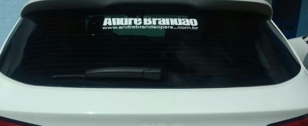 Carro na TCB adesivado em apoio ao ex-presidente da estatal (Foto: Arquivo Pessoal)