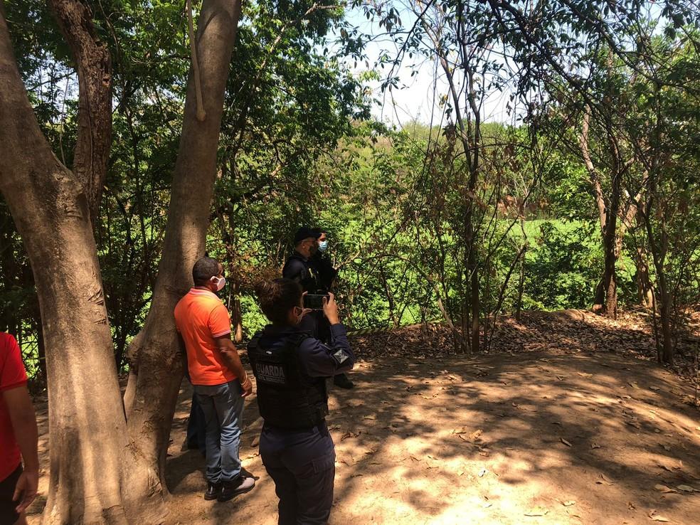 Homem é encontrado morto no rio Poti, próximo ao complexo da ponte Estaiada  — Foto: Layza Mourão/g1