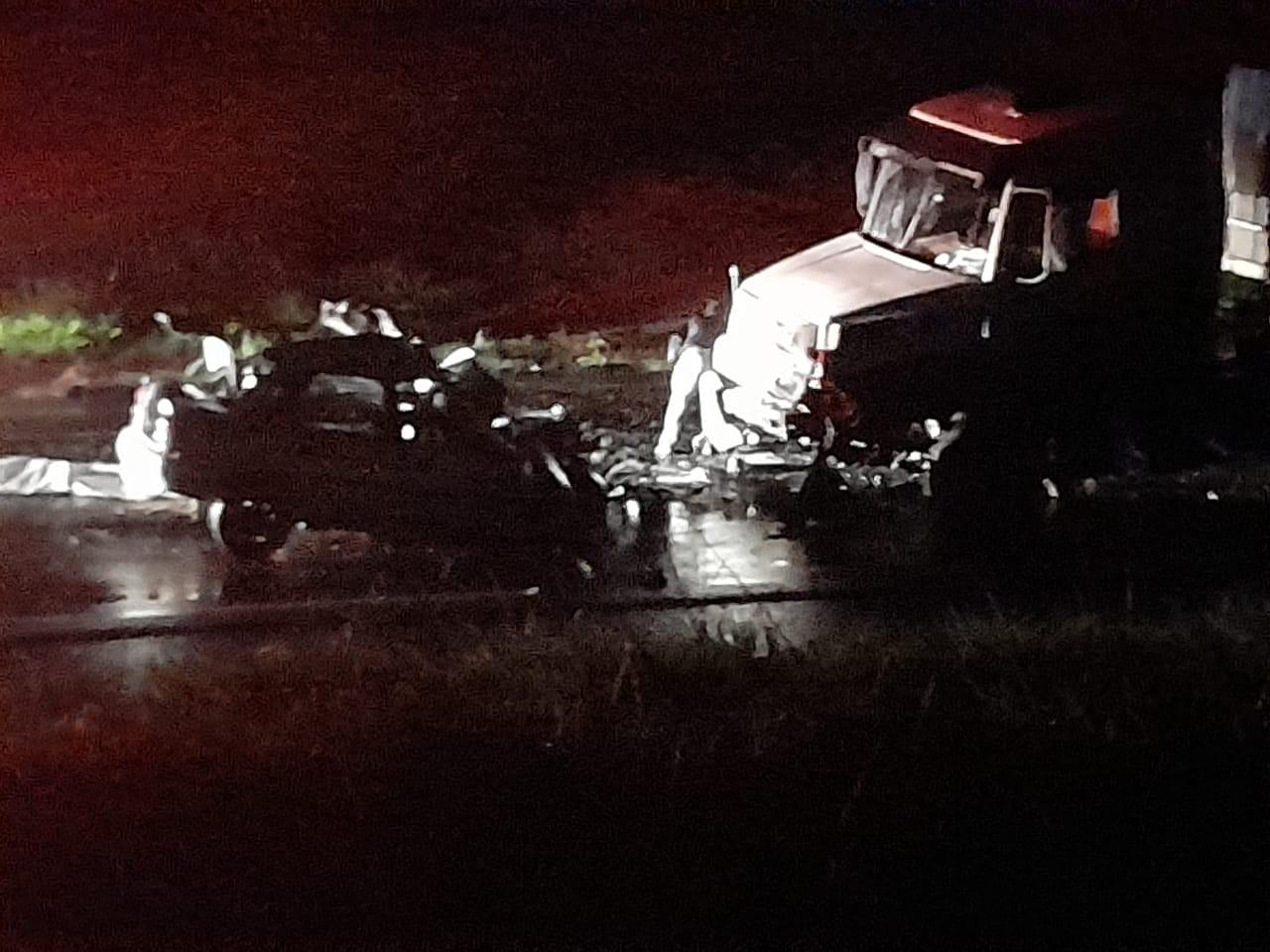 Motorista morre após bater de frente com caminhão em rodovia de Araçatuba