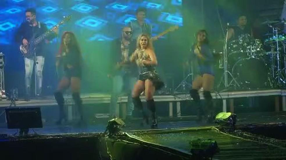 Joelma cantou antigo sucessos e apresentou nova música — Foto: Reprodução/TV Sergipe