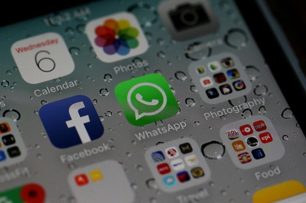 Aplicativos do Facebook e WhatsApp no iPhone, em imagem de arquivo (Foto: Justin Sullivan/Getty Images/AFP)