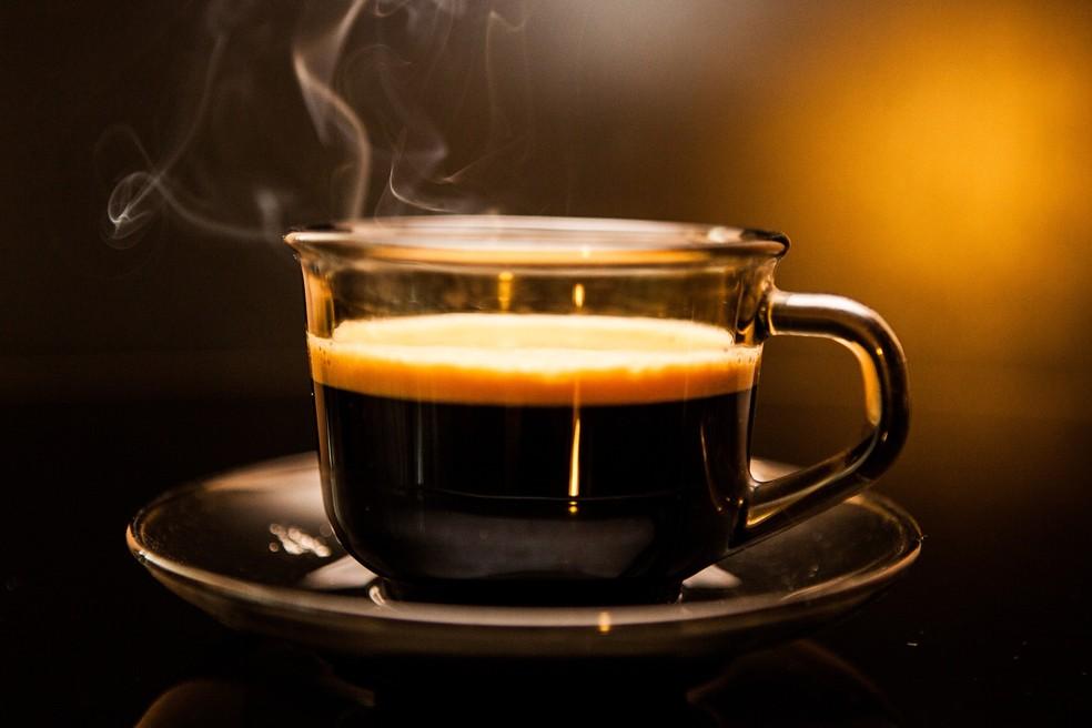 Segundo especialistas, o ideal é consumir até 4 xícaras de café coado no dia. — Foto: Pixabay
