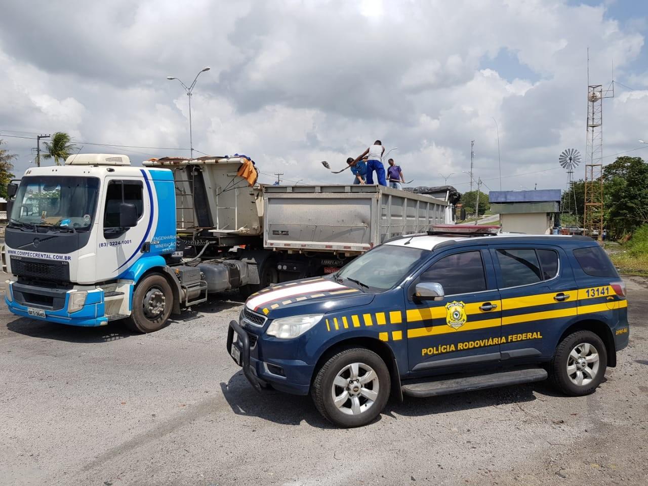 Caminhão com mais de 14 toneladas de excesso de peso é apreendido pela PRF na BR-230, PB - Notícias - Plantão Diário