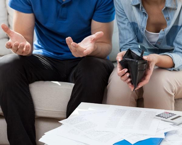 Traição financeira pode ser tão cruel quanto uma infidelidade (Foto: Thinkstock)