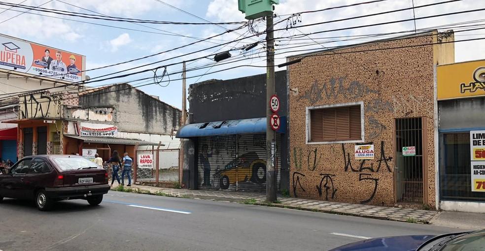 Alguns comerciantes de Sorocaba (SP) fecharam as portas — Foto: G1 Sorocaba