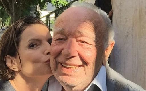 Debora Bloch Da Beijinho Carinhoso Em Emiliano Queiroz Ator Que Me Comove Quem Quem News
