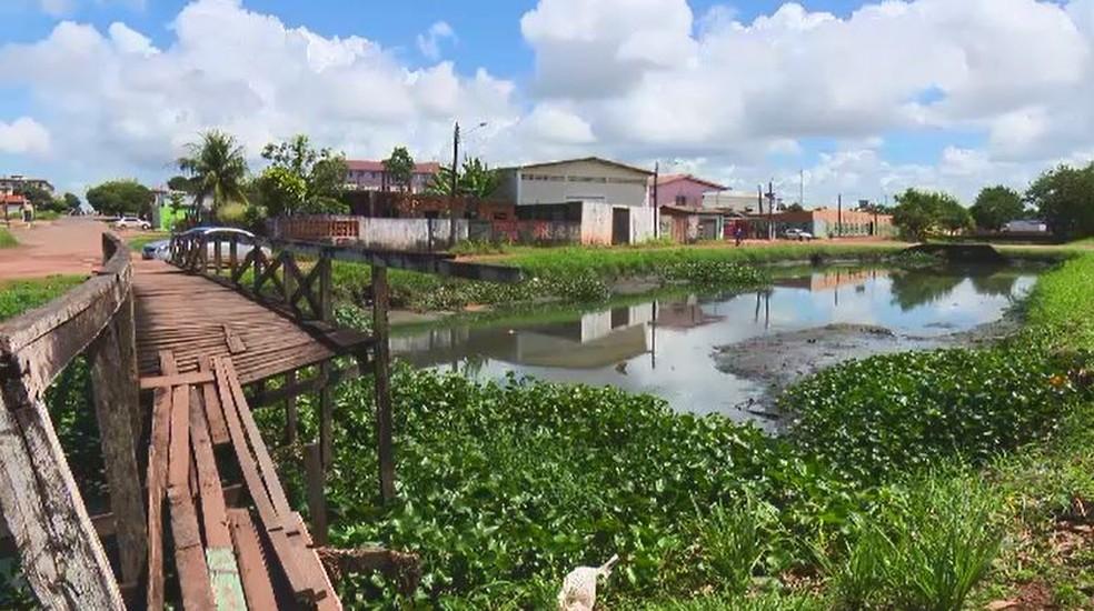 -  Pontes quebradas e vegetação alta são realidade no Canal do Beirol  Foto: Rede Amazônica/Reprodução