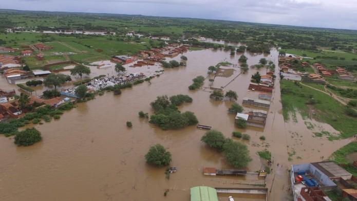 Município de Coronel João Sá tomado pela água após chuva e forte provocar o transbordamento de barragem do Quati  — Foto: Studio Júnior Nascimento
