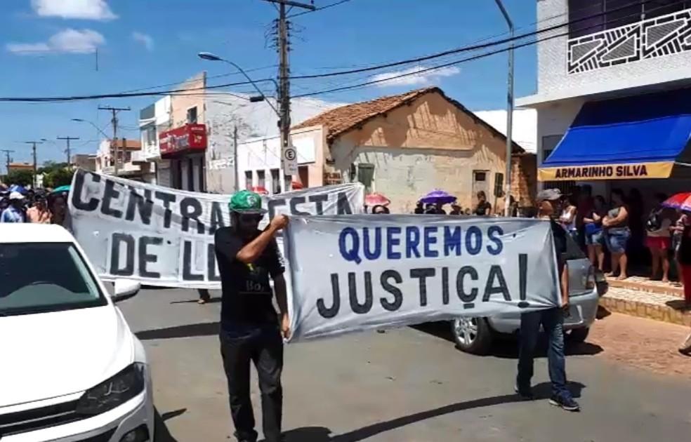 Amigos e familiares do presidente do sindicato exibiram cartazes com pedido de justiça — Foto: Divulgação