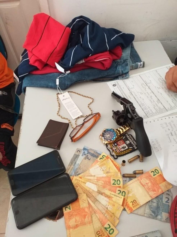 Material apreendido pela Polícia Militar com assaltante no Centro de São Luís — Foto: Divulgação / Polícia Militar