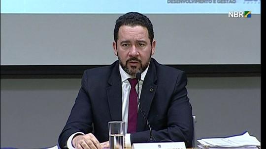 Ministro diz que 'vários órgãos' do governo operam 'no limite'