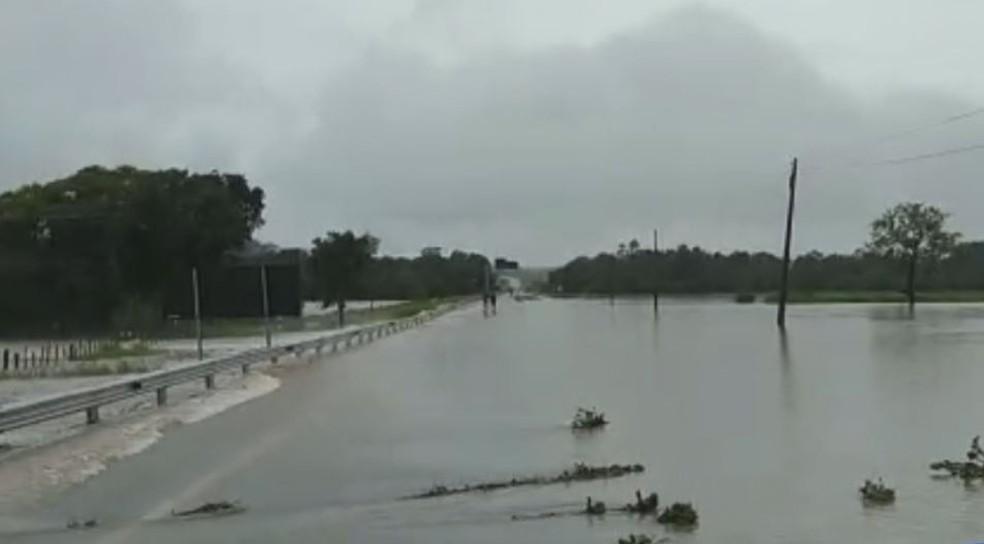 Rodovia Marechal Rondon ficou alagada em Conchas (SP) — Foto: Sidnei Miranda/Arquivo Pessoal