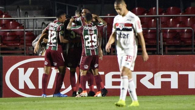 Jogadores do Fluminense comemoram gol contra o São Paulo