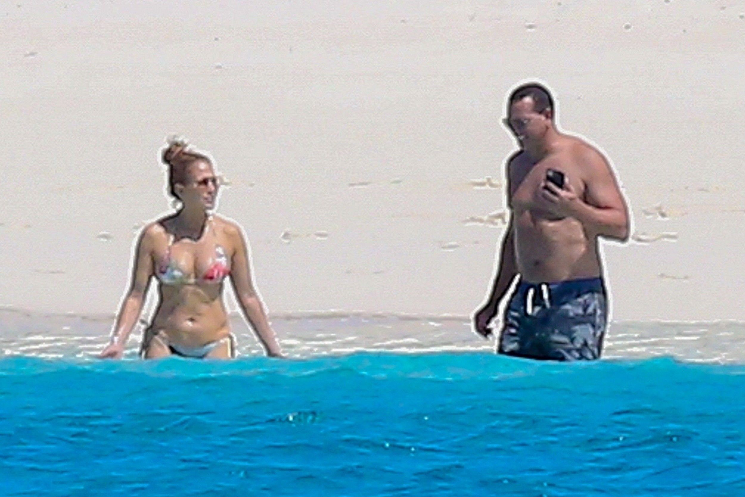 Jennifer Lopez e Alex Rodriguez aproveitam dia de sol em Turcs and Caicos (Foto: The Grosby Group)