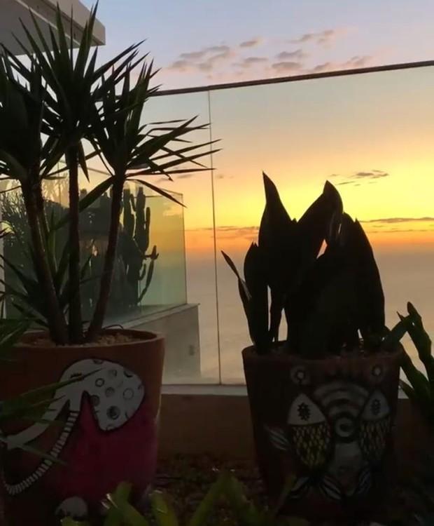 Flávia Alessandra curte pôr do sol de sua cobertura no Rio de Janeiro (Foto: Instagram/ Reprodução)