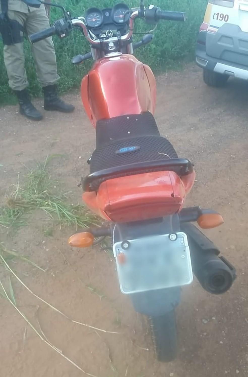 Moto apreendida pela PM em Buritis — Foto: Polícia Militar/Divulgação