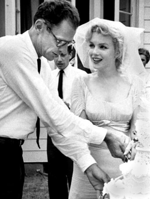 O escritor em seu casamento com a atriz Marilyn Monroe em 1956 (Foto: Wikimedia/Macfadden Publications New York, publisher of Radio-TV Mirro)