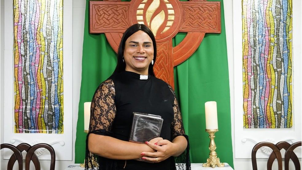 Até fim do ano, Alexya deve tornar-se primeira reverenda trans da ICM (Igreja Cristã Metropolitana) na América Latina  (Foto: Isadora Brant/BBC Brasil)