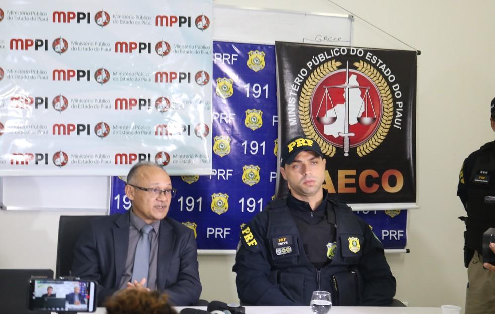 Ministério Público, TCE e PRF participaram da operação.  — Foto: Maria Romero/G1