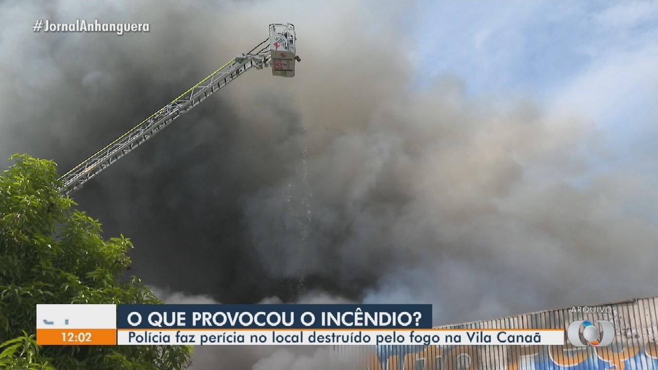 Peritos continuam investigando causa de incêndio que destruiu 30 lojas na Vila Canaã
