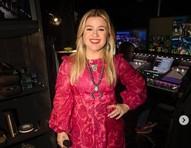 Kelly Clarkson rebate troll que comentou sobre peso de apresentadora nas redes