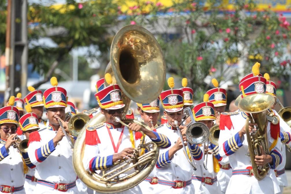 Músico de banda marcial se apresentam durante desfile pela Avenida Mascarenhas de Morais, na Zona Sul do Recife, na celebração do 7 de Setembro, no Recife (Foto: Marlon Costa/Pernambuco Press)