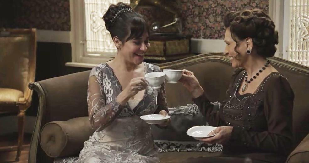 Susana e Lady Margareth comemoram o sucesso do plano (Foto: TV Globo)