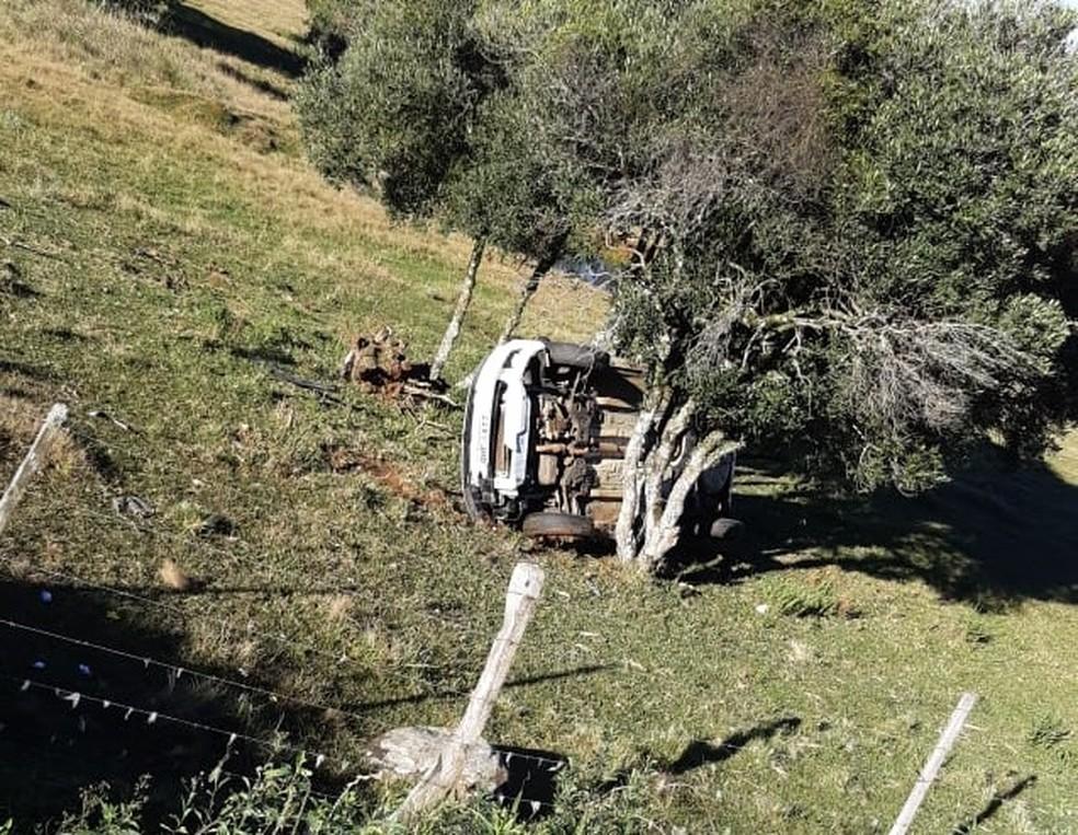 No mesmo trecho da BR-285, veículo saiu da pista e capotou — Foto: PRF/Divulgação
