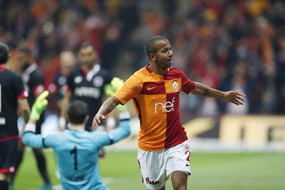 Mariano em ação pelo futebol turco — Foto: Reprodução Twitter