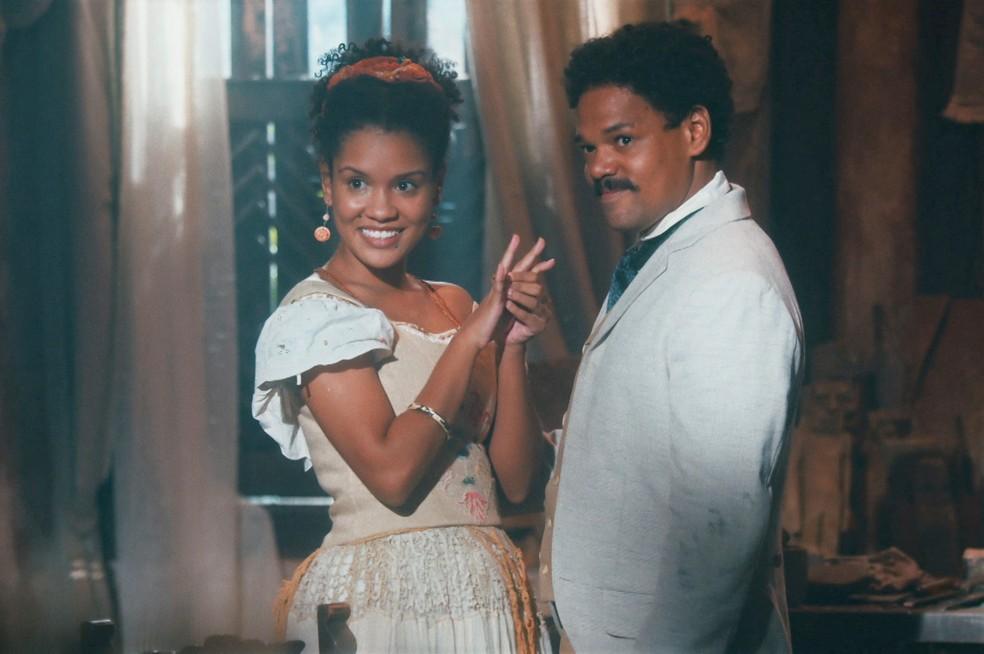 Jorge/Samuel (Michel Gomes) pede Zayla (Heslaine Vieira) em casamento em 'Nos Tempos do Imperador' — Foto: Globo