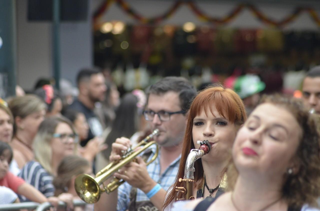 Desfile Oktoberfest 2019 Blumenau: veja fotos deste sábado da atração na Rua XV de Novembro - Notícias - Plantão Diário