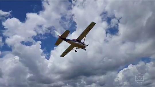 Vídeo mostra avião de traficantes alvos da PF decolando com droga de pista clandestina em RR