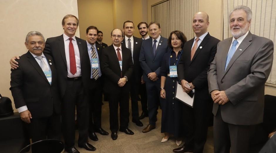 Diretores do Sebrae e convidados no primeiro dia do Seminário Brasil Mais Simples (Foto: Charles Damasceno)
