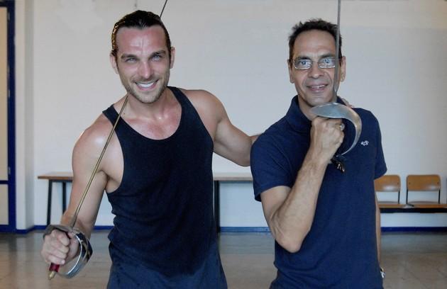 Ele tem feito aulas de esgrima, um hobby do personagem e que combina com a personalidade combativa do vilão (Foto: Divulgação/TV Globo)