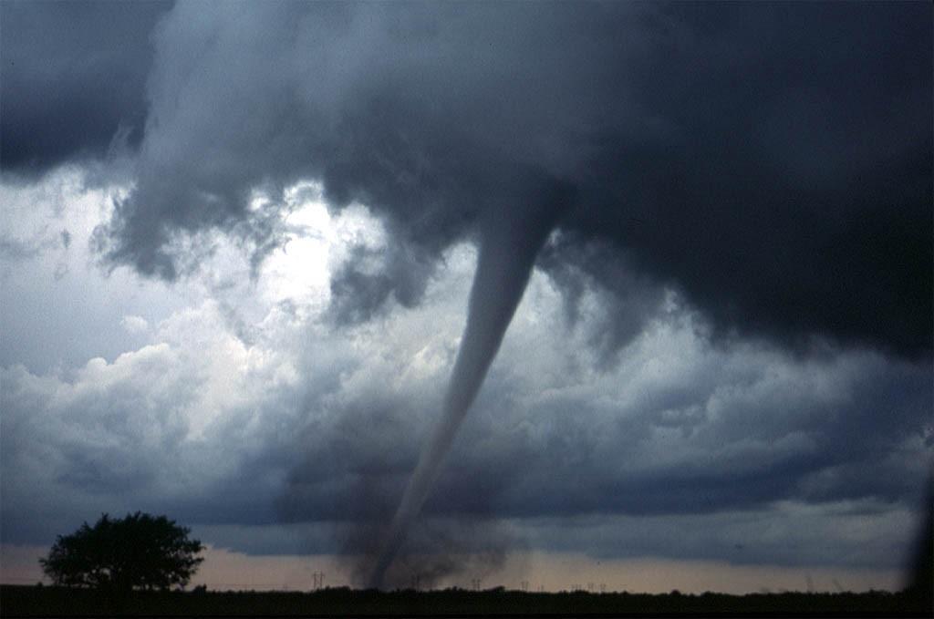Tornados podem começar no solo, diz nova pesquisa (Foto: Daphne Zaras/Wikipedia Commons)